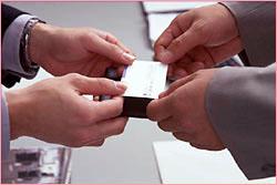 Il Y A Aussi La Maniere De Donner Sa Carte Visite On Recoit Toujours Debout En Inclinant Legerement Le Corps Faut Des Deux Mains